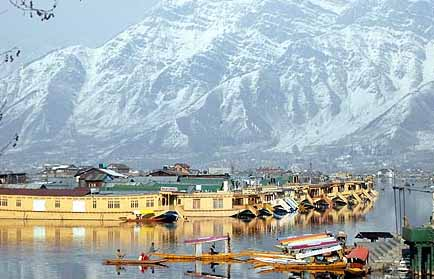 Book cheap rated deluxe and luxury houseboats at srinagar for Hotel luxury inn srinagar
